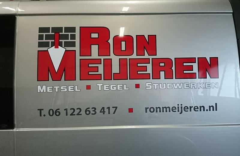 Logo op bedrijfsbus Ron Meijeren