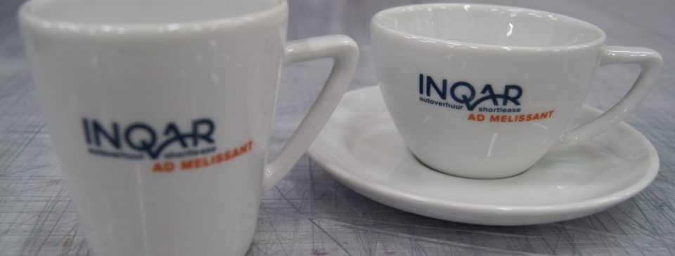Kop en schotel met logo Inqar