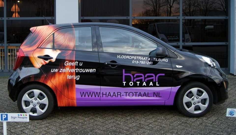 Logo op auto van Haar Totaal