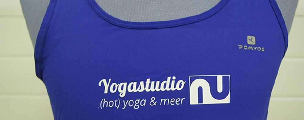 Yogakleding met logo