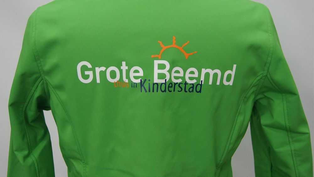 0df5505275d Bedrijfskleding jas bedrukken met logo merk tekst