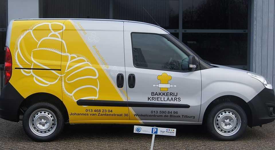 Bestelbus met logo sticker Bakkerij Kriellaars