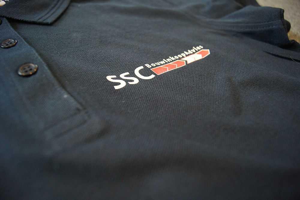 67c29cee749 Polo met eigen logo bedrukken tekst merk