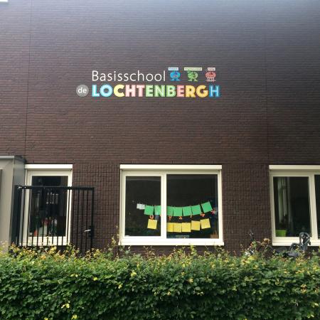 Gevelbelettering_Basisschool2_Lochtenbergh_Sign People