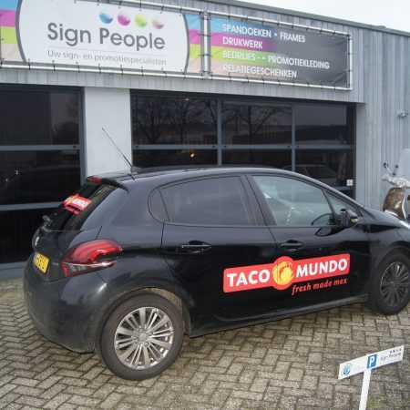 Personenauto's_Taco Mundo_Sign people