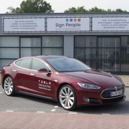 Tesla Tilburg bedrukt met logo Tesla