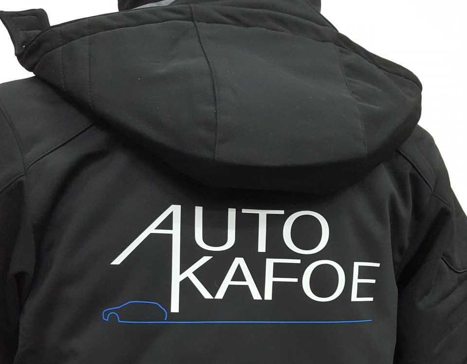 Zwarte jas met logo bedrukt