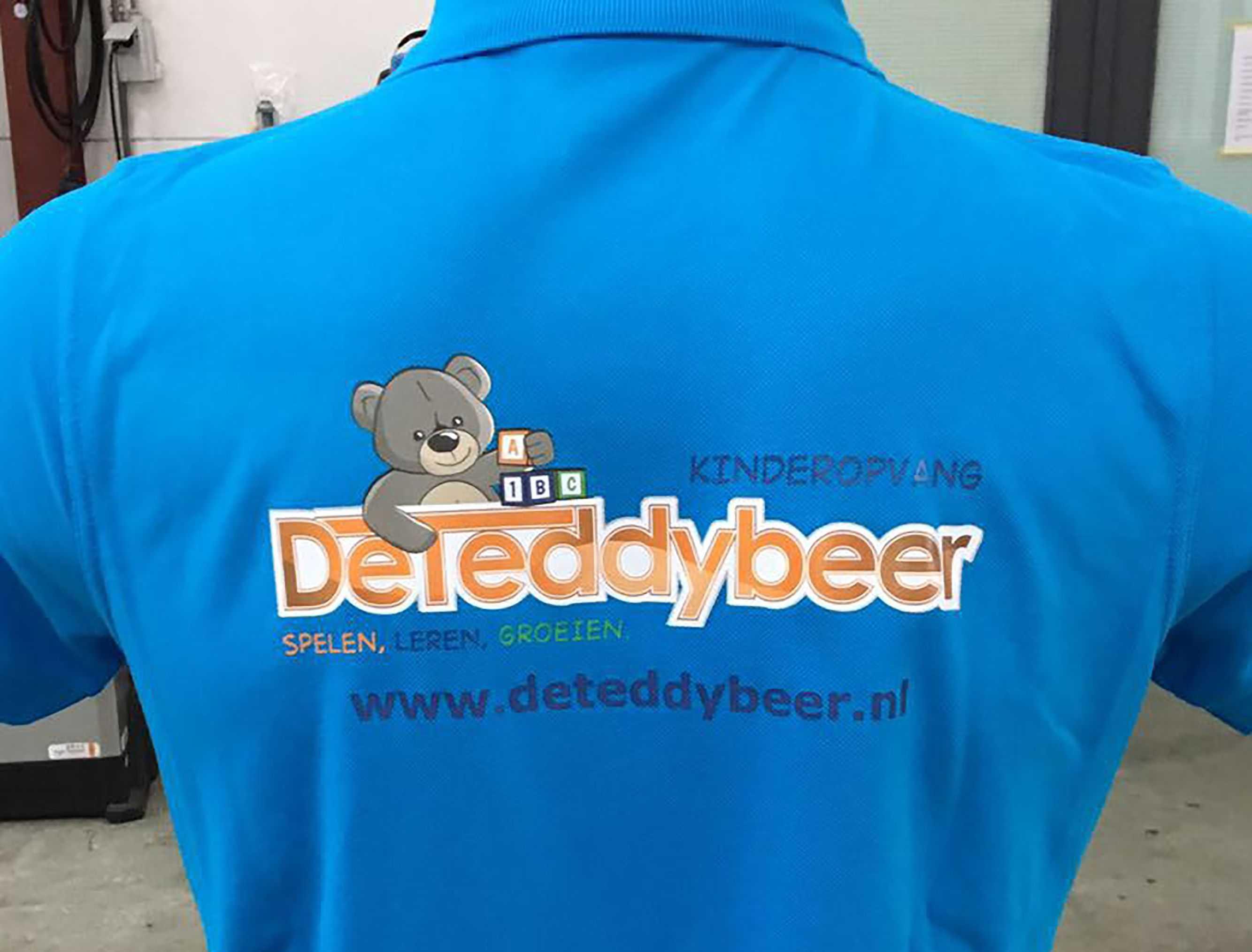 Blauwe polo met logo van De teddybeer