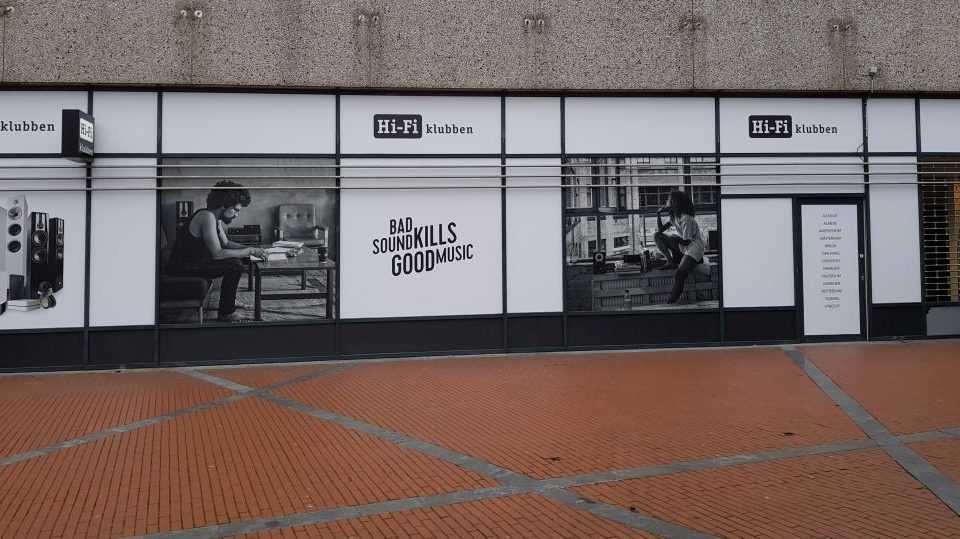 Raamsticker folie plastic promo reclame winkelpand gevel