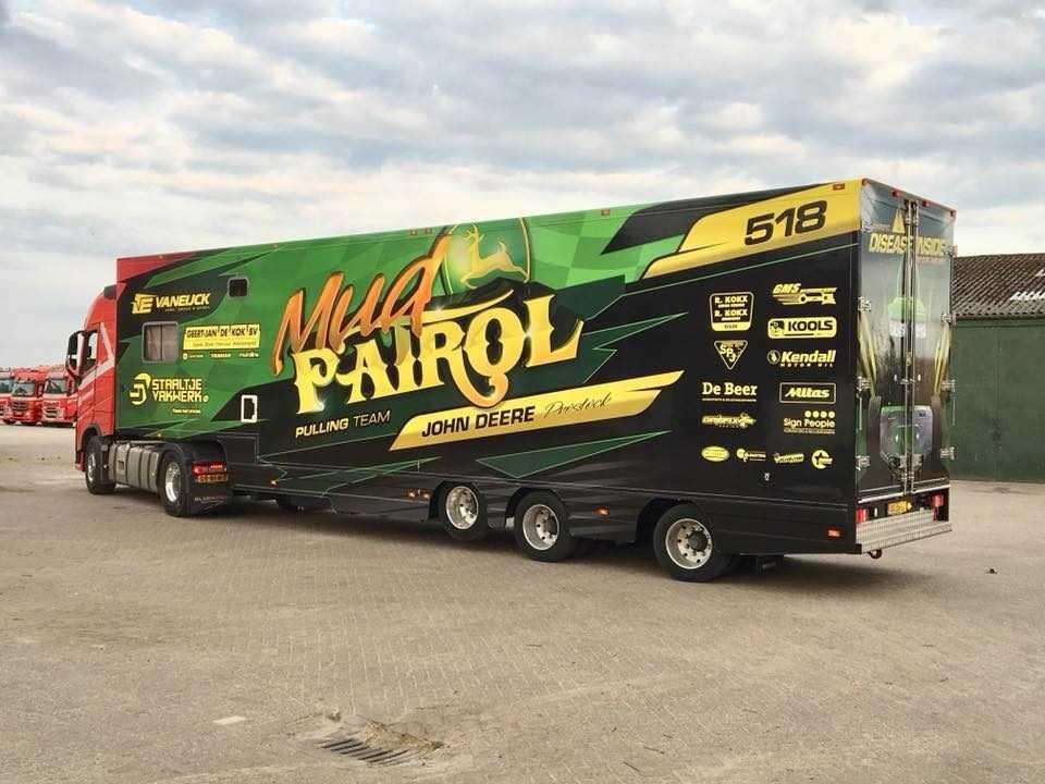 Autobelettering Mud Patrol logo tekst ontwerp vrachtwagen bakwagen