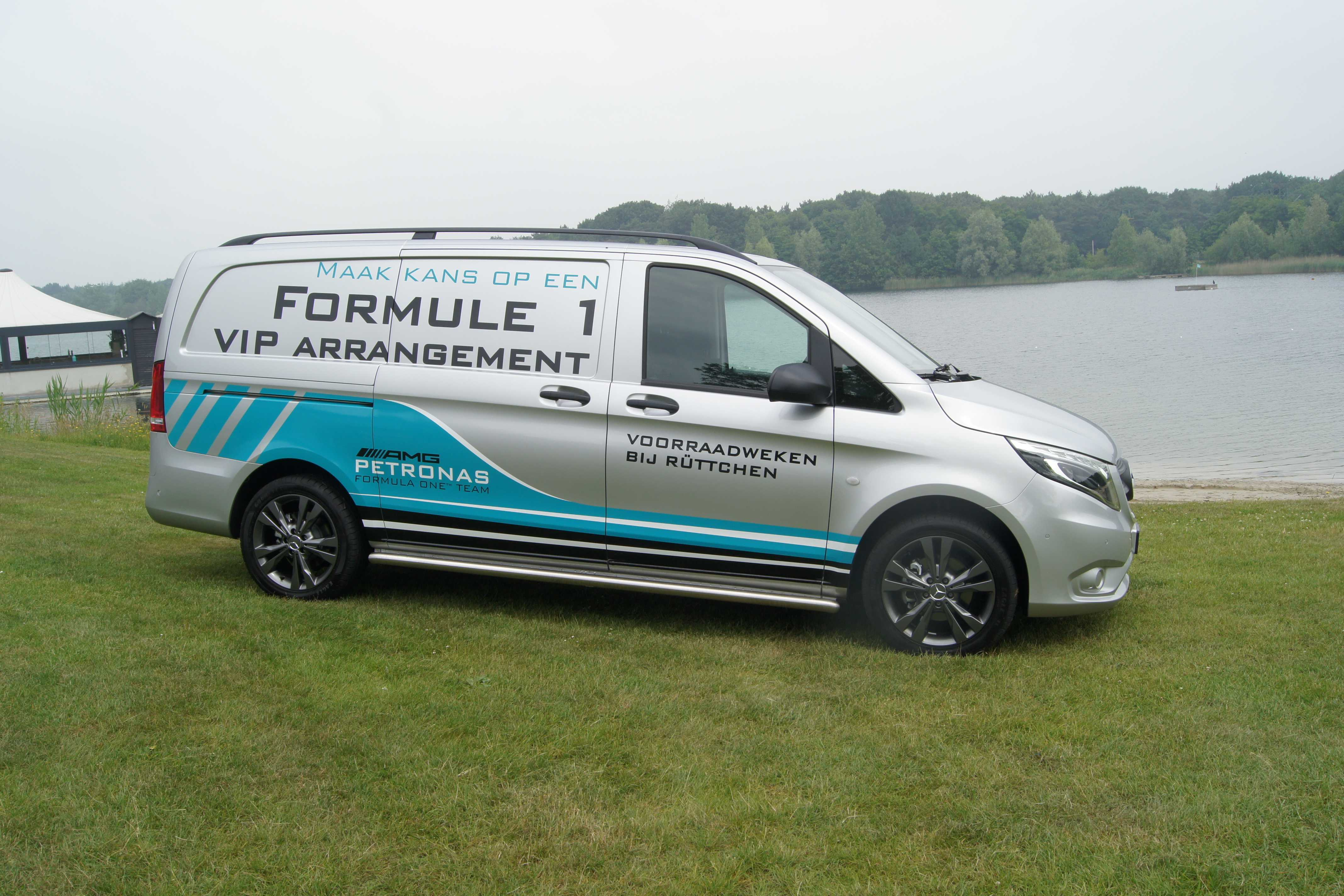 Belettering promowagen bedrijfsauto logo tekst auto