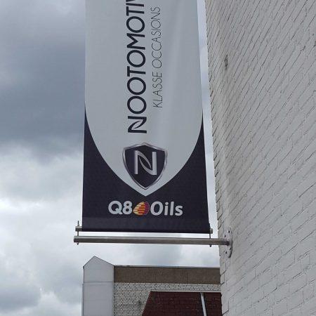Banier met logo bedrukken op pand gevel